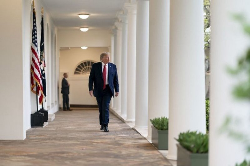 White House has no plans to change Trump's coronavirus briefings as criticism mounts